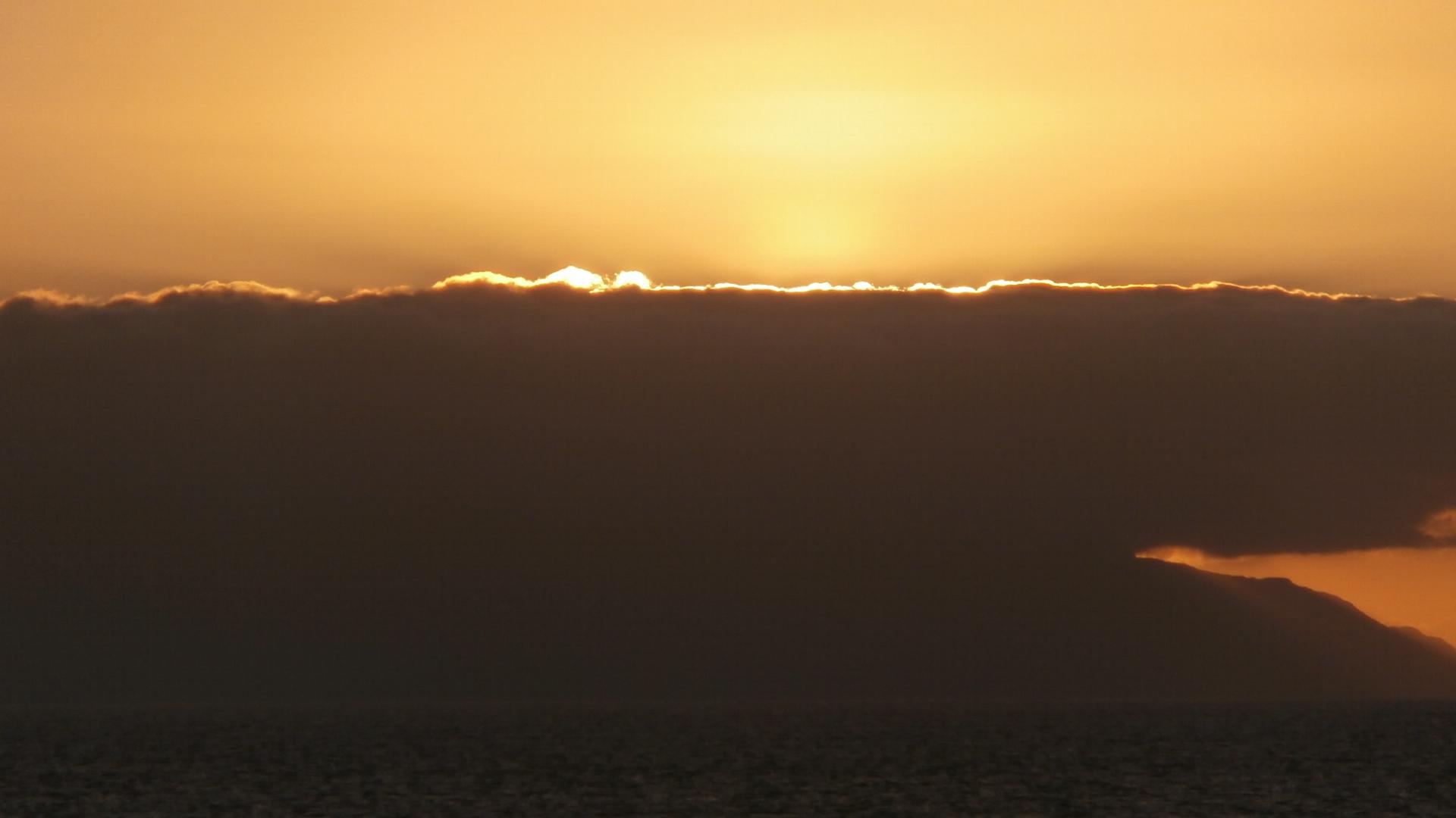 Een wolk met een  gouden randje (eigen foto)