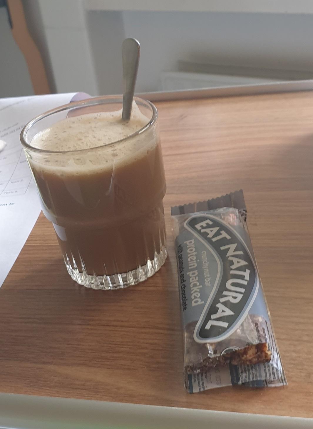Koffie met lekkers in het ziekenhuis.