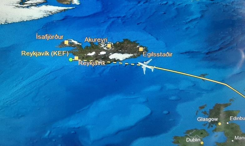 Op weg naar IJsland, nog een uurtje! (eigen foto)
