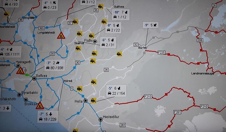 Files kennen ze in IJsland nauwelijks: in de winter wordt aangegeven welke wegen schoongeveegd worden. (eigen foto)