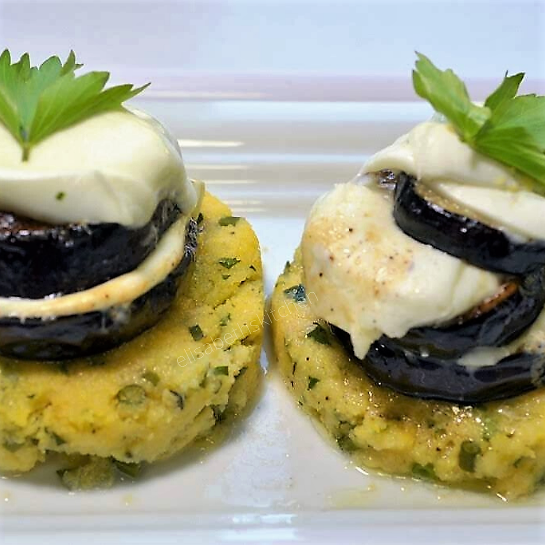 Aubergine op polenta met buffelmozzarella